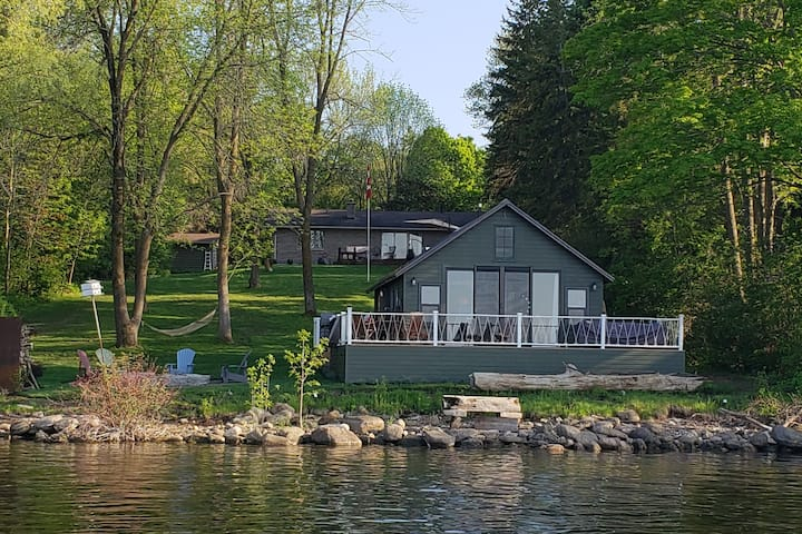 Waterfront Privacy, Luxury and FUN Near Picton!