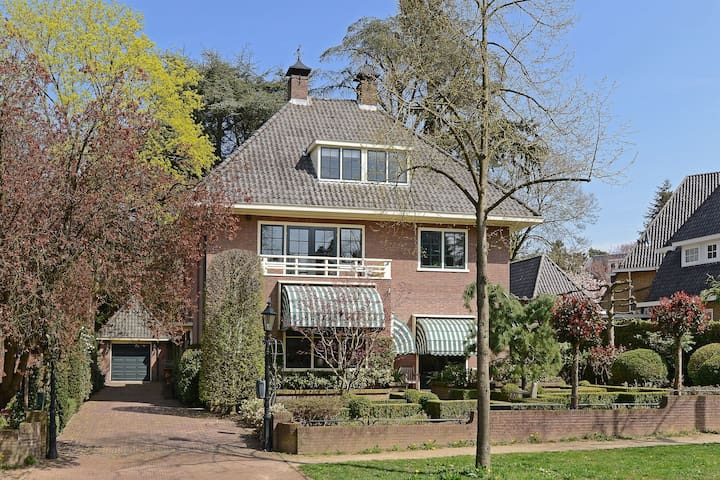 Luxurious villa in the city center near Amsterdam