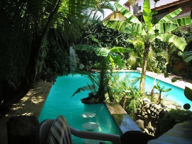 Casa charmosa a 150m praia Enseada