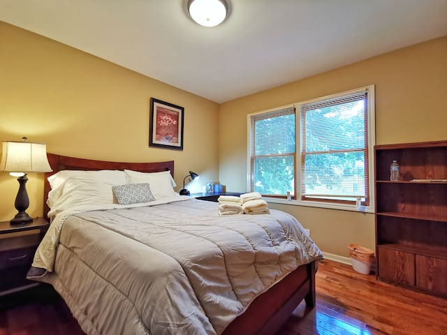 Naperville - Cozy Private Room with Full Bed.