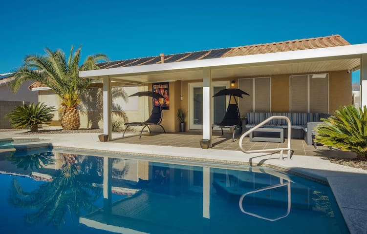 Tranquil Henderson Home Pool/Jacuzzi | 6 Beds 🌴🎆