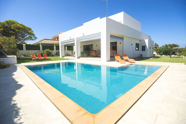 Luxurious villa on the beach - Villa Monaco