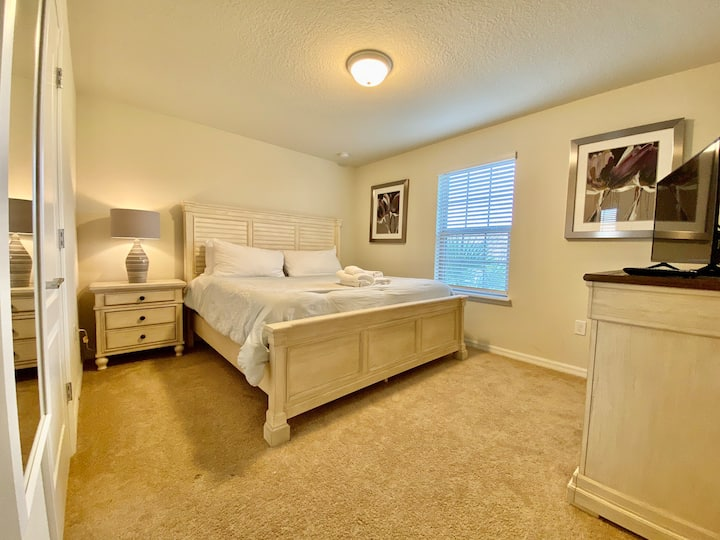 King Bedroom/Beach House Style + Clubhouse Resort