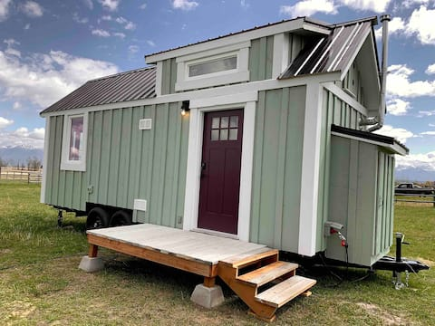 Charming Tiny Home with Incredible Mountain Views