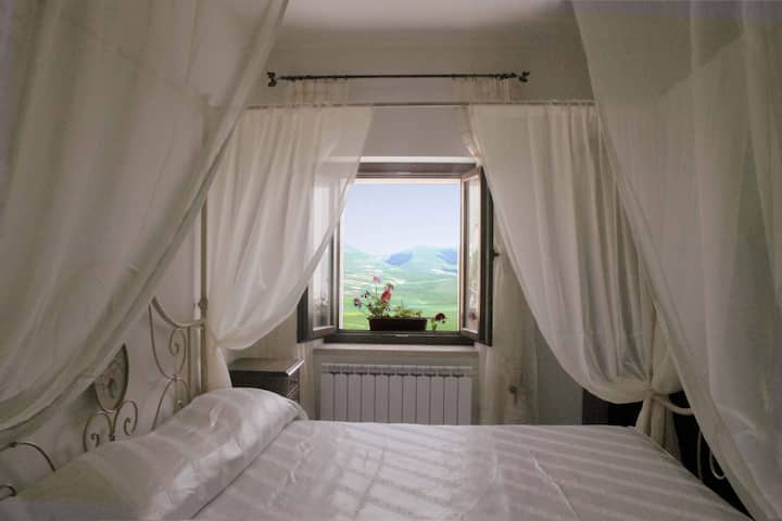 White room in Castelluccio with Piangrande view