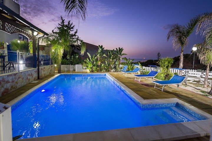 Villa con piscina 10 posti 150 mt dal mare wifi OB