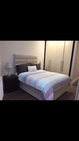 Beautiful Double bed room Ensuit - Dublin 5 - Byt