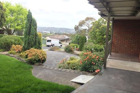 Yarra valley 4 bedroom gardenhouse centralocation - Mooroolbark