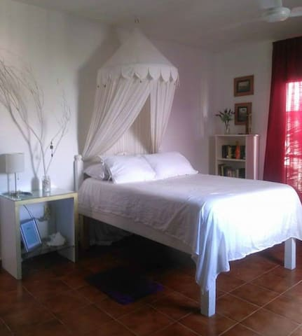 Great Location ONE block from 5th Ave & the Beach! - Playa del Carmen - Apartamento