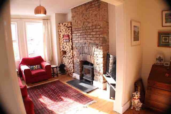 Friendly, seaside, double bedroom close to beach