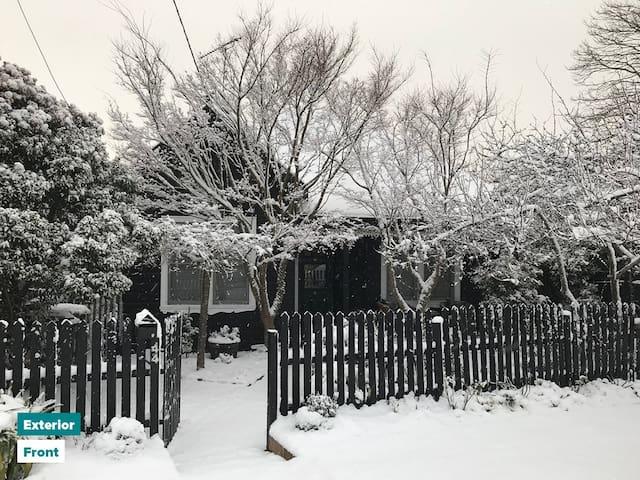Raven's View Cottage & Glasshouse