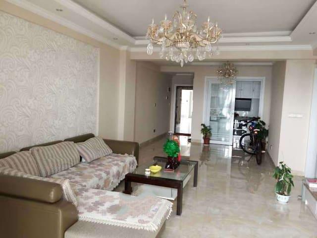 简约式装修,小区环境优雅,面朝长江,夜晚江景迷人 - Huangshi - Appartamento