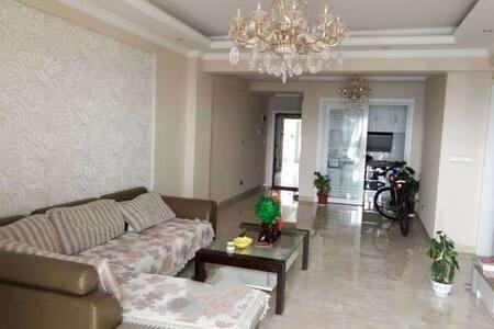 简约式装修,小区环境优雅,面朝长江,夜晚江景迷人 - Huangshi - Wohnung