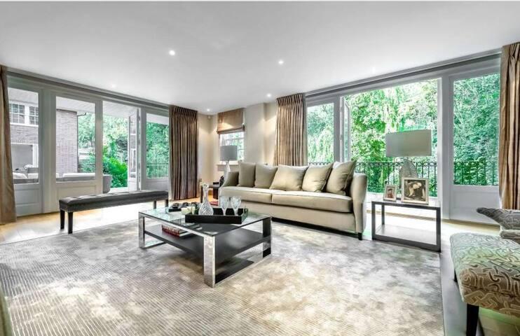 Modern & Luxurious 7 Bedroom House