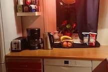Kökets Brödrost, Kaffekokare, Microvåg osv.