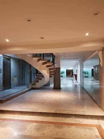 Modern and exclusive apartment! Great Location!