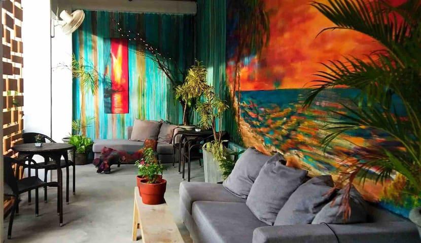 Garden view room near the beach in Maribago