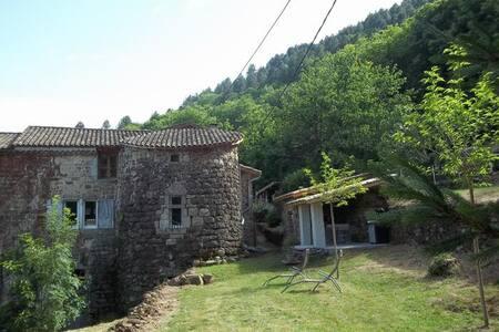 MAISON DE CARACTERE SUR SITE ANCIEN CHATEAU - Jaujac