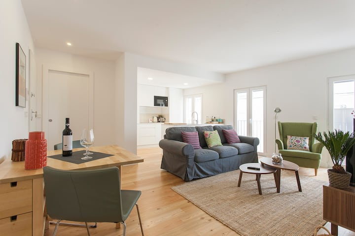 Beautiful New Modern Centrally Located Apartment