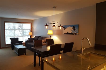 Modern Ski-in/out 1BR in the Aspens on Blackcomb - 惠斯勒 - 公寓