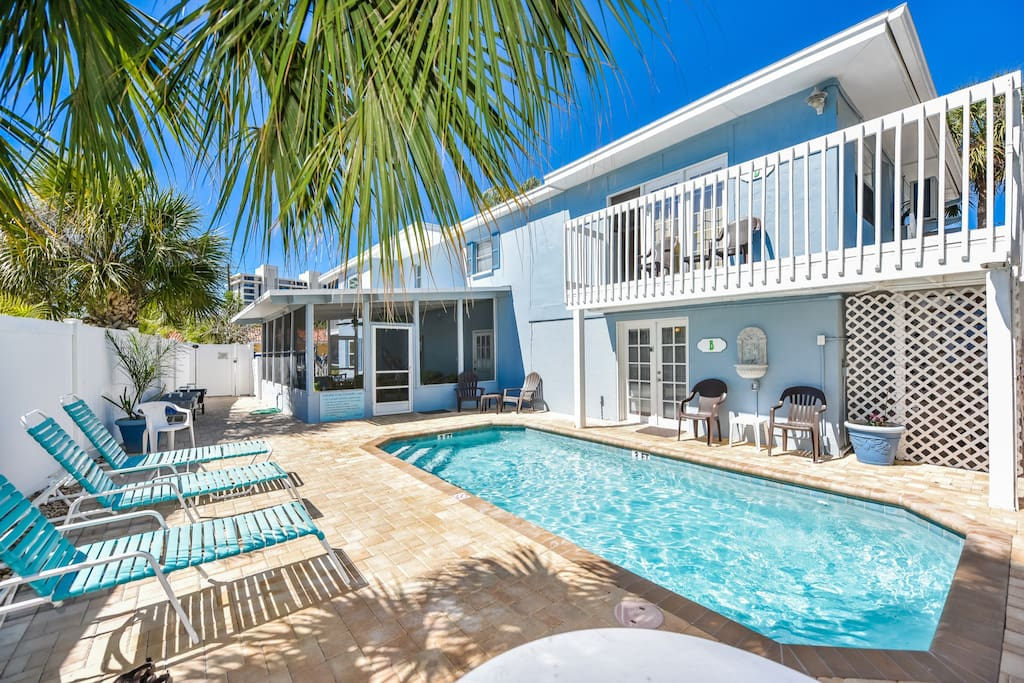 2 Bedroom Condo Steps From The Beach And Village Flats For Rent In Siesta Key Florida United