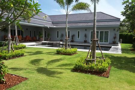 Luxury pool villa near Hua Hin