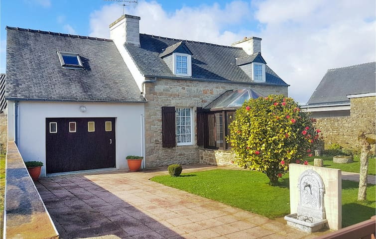 Stunning home in Le Cloitre S Thegonnec with 4 Bedrooms