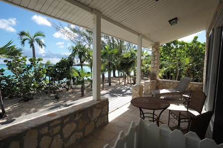 Palm Creek Lodge,in stunning Fernandez Bay.