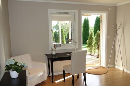 Modern, nice garden - 16 min from Majorstua - Bærum - Apartament