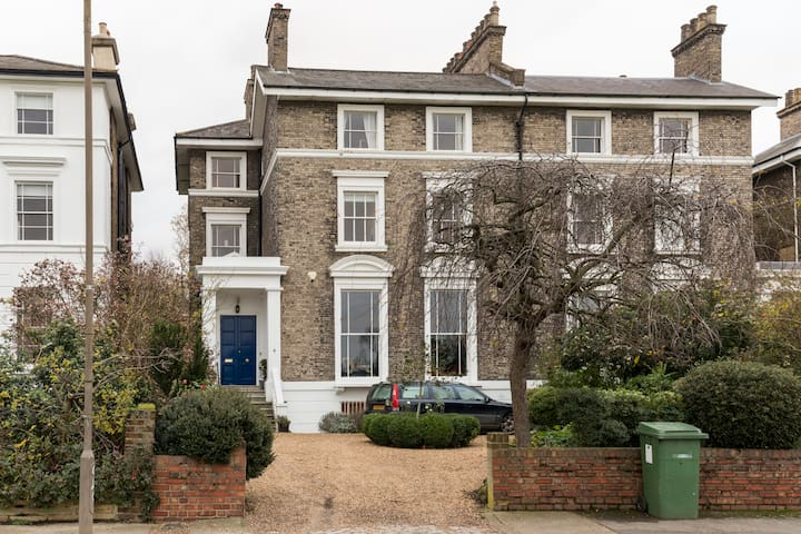 Penthouse views from stunning mansion - Blackheath - Bed & Breakfast