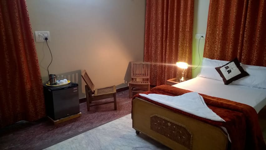 Single Bed in 5 bed dormitory - Agra - Bed & Breakfast