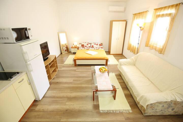 Studio apartment Jakov