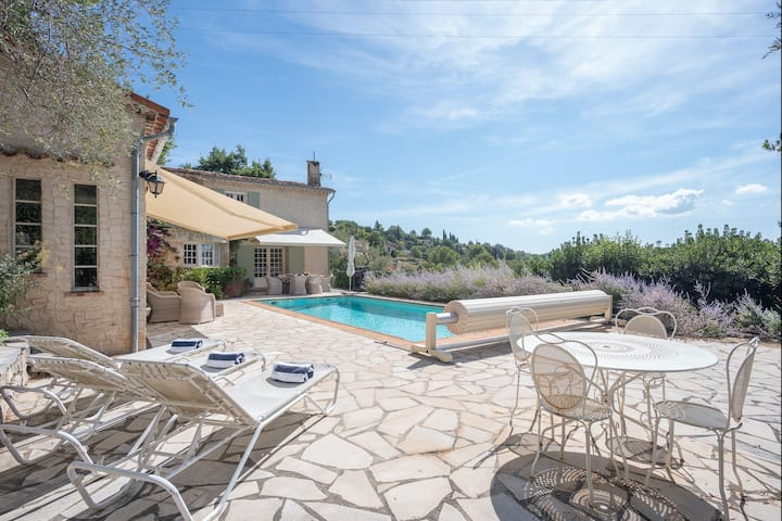Stunning villa w/ private salt pool, gorgeous views, outdoor dining & balcony