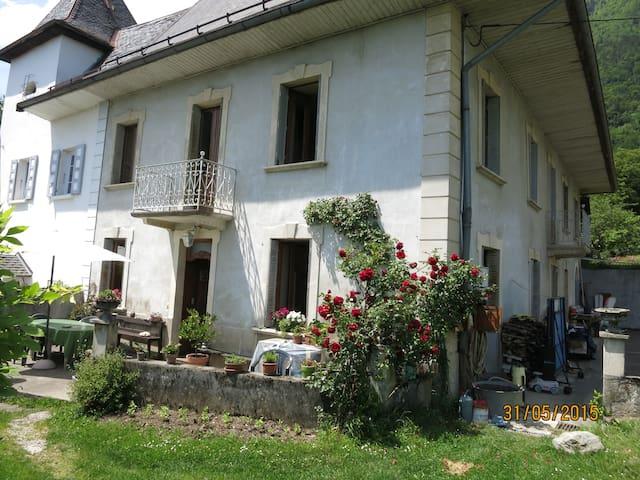 maison de caractère dans un village - Mercury - Haus