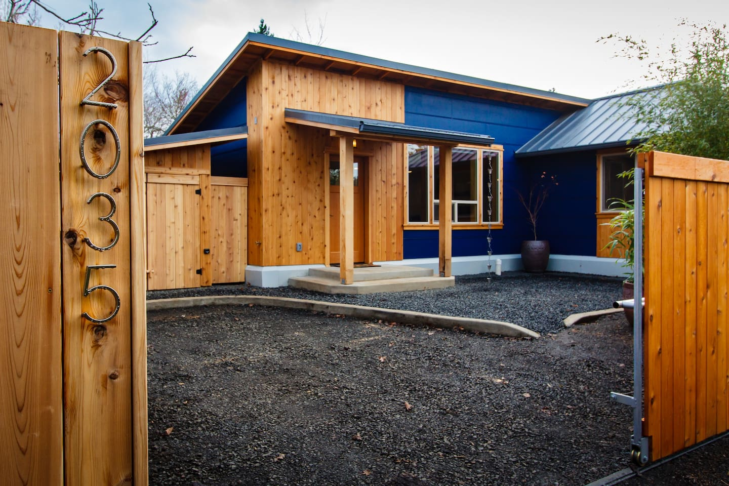 private clean modern craftsman style guest house guesthouse for rent in eugene oregon united states