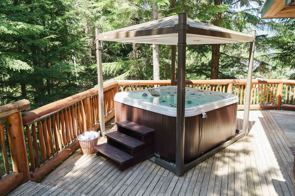 Luxury hot tub