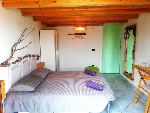 Wooden Room SARDINIA free breakfast / wi-fi