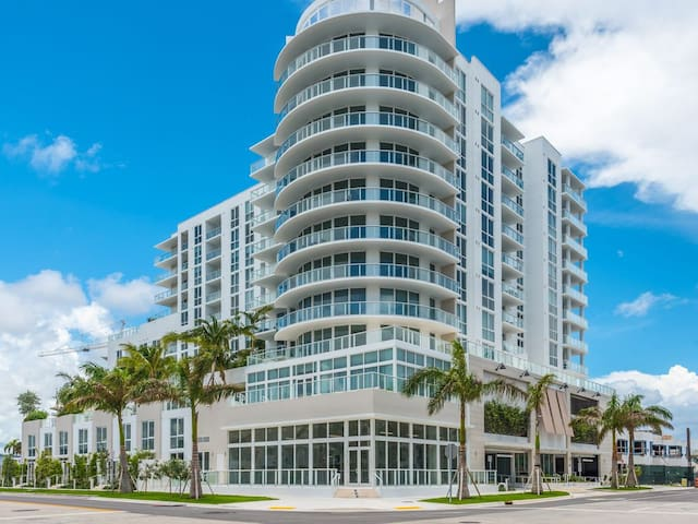 Fort Lauderdale Beach New 5 star  Condo 2 bedrooms