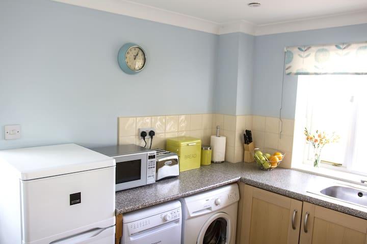 Well equipped kitchen with washing machine, dishwasher and fridge-freezer