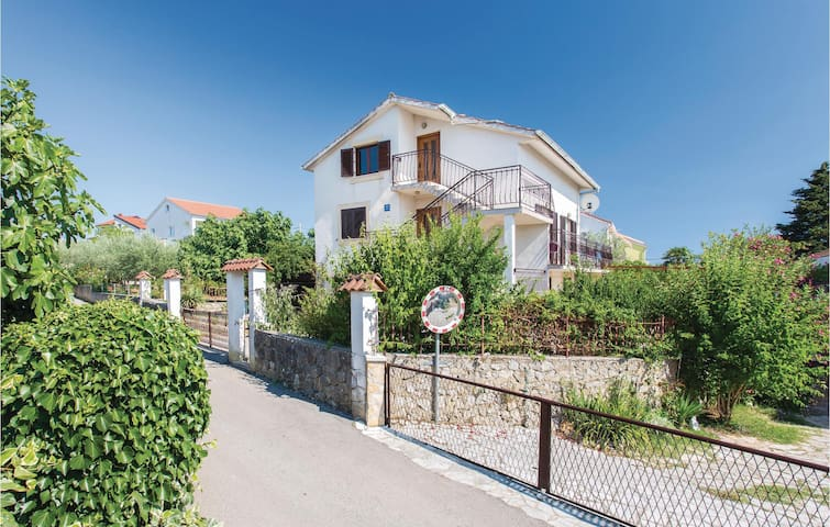 Holiday apartment with 2 bedrooms on 63m² in Krk