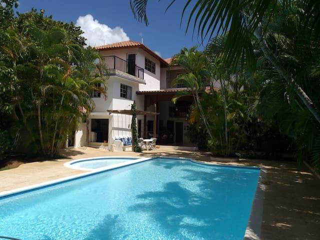 Villa Las Piedras.