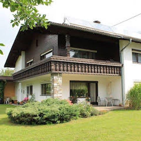 Große, schöne Wohnung in Aussichtslage