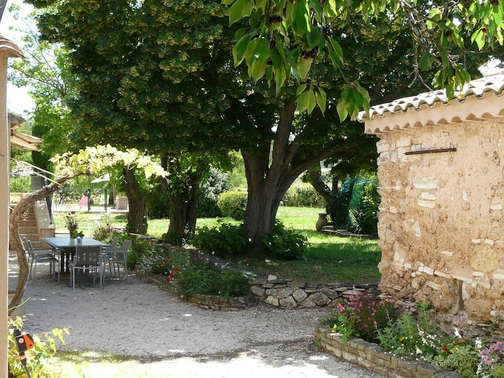 Typical Provencal mas with pool, a little corner of Paradise with view of Sainte Victoire, close to Aix en Provence, sleeps 10.