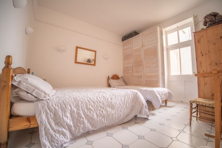 GROUND-FLOOR WING: the garden room (Bedroom 5) has 1 double and 1 single bed. It has its own direct access to the back garden.