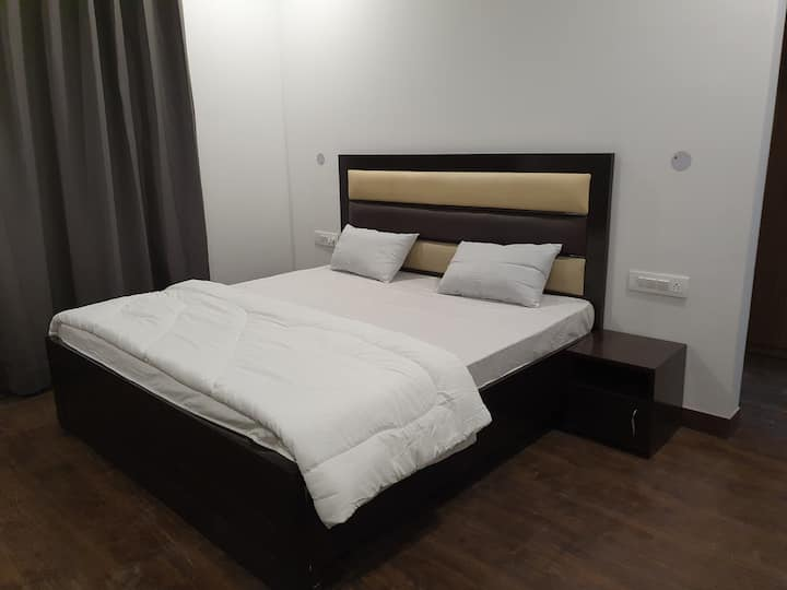 Indep,private room,balcony,long stay, Kitchenette