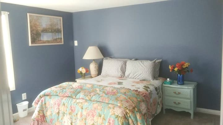 Peaceful Private Room in Central Islip Home
