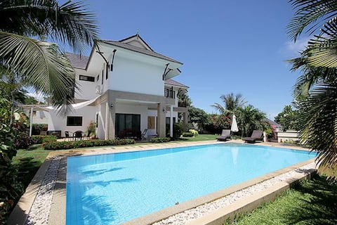 Beautiful Private (12m) Pool Villa with BIG Garden