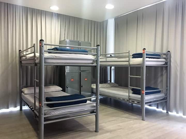 Bed in 10 bed mixed dorm room - Enjoy Barcelona