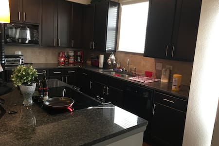 Brand new, luxury Broomfield apartment! - Broomfield - Huoneisto