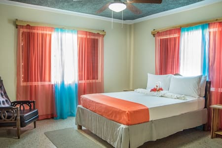 Honeycomb Utopia:  Bdrm for 2 near Port Antonio